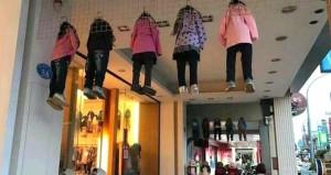 Çocukları tavanda asılı görenler şaştı kaldı!