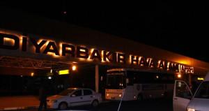 Diyarbakır Havalimanı'nda pist ışıkları söndü, seferler iptal!