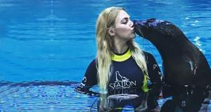 Fok balığıyla öpüşen Meryem'in paylaşımına tepki yağıyor