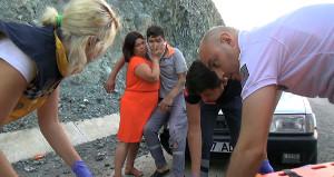 Haberi alınca olay yerine koştu! Oğlu kaza yapan annenin yardım çabası