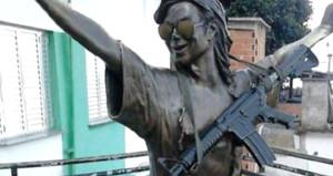 Uyuşturucu çeteleri, Michael Jackson'un heykeline suikast tüfeği astı