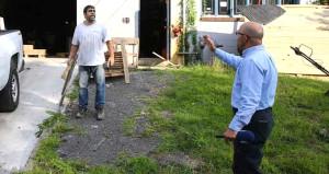 FETÖ'cü iş adamının müdürü, AA ekibine odunla saldırdı