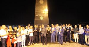 Gözyaşları ve dualar, Marmara depreminde hayatını kaybedenler için