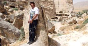 HDP'li vekil kendini kayalara zincirleyip MHP'lilerden yadım istedi