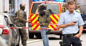 Almanya şokta! Bıçaklı saldırgan sokakta dehşet saçtı