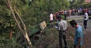 Sakarya'da işçileri taşıyan traktör devril: 7 ölü, 10 yaralı