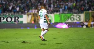 Bursa Stadı'nın zemini, futbolcuları perişan etti
