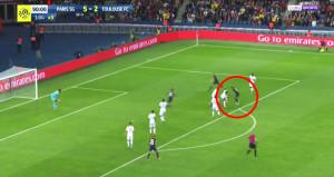Neymar ilk maçında 7 kişinin arasından geçip attı