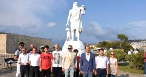 Diyojen heykelinin kaldırılması için eylem yaptılar!