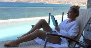 Kadırgalı bikinili pozunu paylaşıp