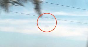 UFO paniği kamerada! Bulutların arasından çıkıp hızla kayboldu