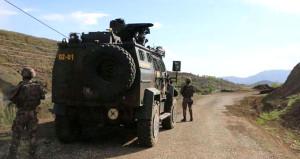 Yüksekova'da askere hain tuzak: 2 asker yaralı