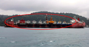 Boğaz'da ilginç görüntü! Bir gemide on gemi
