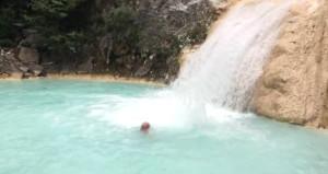 Cennetten bir köşe! Gölünde yüzmek için akın akın geliyorlar