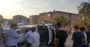 Öğrenci servisi, 4 araca çarparak devrildi: 10 yaralı