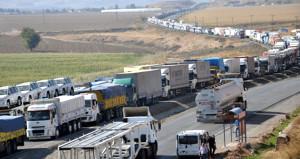 Avrupa'ya açılan sınır kapılarında kaos! Kilometrelerce kuyruk oluştu