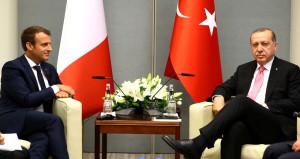 Macron'un Erdoğan karşısındaki tavrı dikkat çekti!
