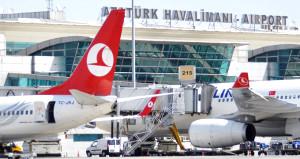 Atatürk Havalimanı'nda şüpheli çanta alarmı! Yolcular panik yaşadı