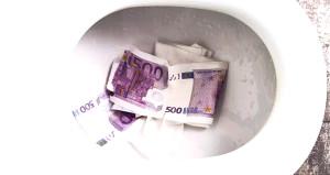 Klozete atılan binlerce Euro tuvaleti tıkadı