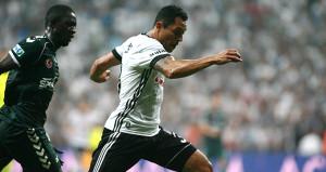 Beşiktaşa derbi öncesi darbeyi Adriano vurdu