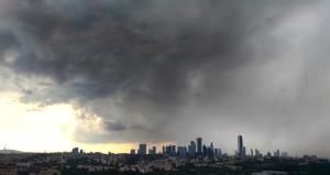 Meteoroloji ve AKOM uyarmıştı: İstanbul'da beklenen yağmur başladı