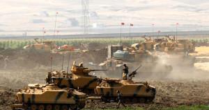 Sınırda nefes kesen anlar! Türk tankları tozu dumana kattı