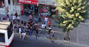 Liselilerin tekme ve tokat kavgası, caddeyi birbirine kattı