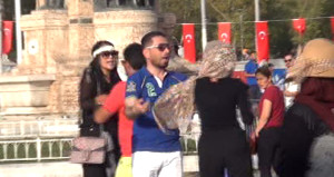 Taksim Meydanı karıştı! Bu kez Arap kadın turistler birbirine girdi