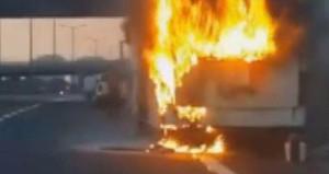 TEM'de korku dolu anlar! Yolcu otobüsü alev alev yandı
