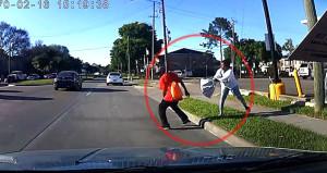 Çıldırmış kadın, kaldırımdaki adamı bir anda arabanın önüne itti