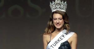 Dünya, tacı geri alınan Türkiye güzelini konuşuyor