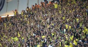 Fenerbahçeliler kavga edince polis tribüne daldı