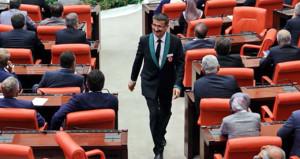 Meclis'te bir devrin sonu! Kavaslar renklendi