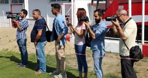 Kupada 3. Lig ekibine elenen Alpay Özalan, gazetecilere şerit çektirdi