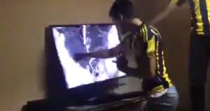 Ozan Tufanın kaçırdığı gol  sonrası televizyonunu parçaladı