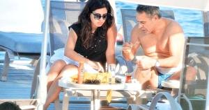 Çapkınlıklarıyla nam salan Ersun Hoca, eski başkanın kızıyla evlendi