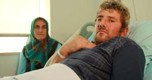 Karnından giren demir başına saplanmıştı, 1 ay sonra ailesine kavuştu