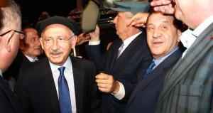 Kılıçdaroğlu, kasket takıp muhalifinin düğününe katıldı
