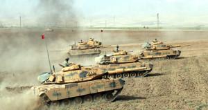 Tanklar 2 bin 226 yıllık taktiği uyguladı, Habur'da toz dumana karıştı