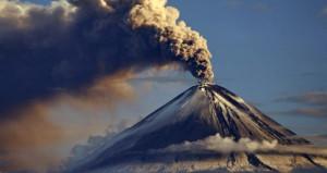 Yanardağdaki dumanlar alarma geçirdi! 35 bin kişi tahliye edildi