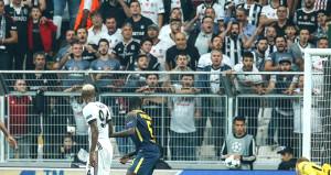 Beşiktaş-Leipzig maçında bir taraftar hastaneye kaldırıldı
