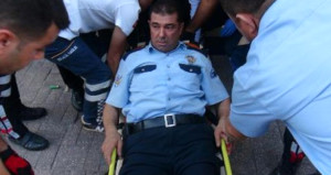 Silahlı kavgaya müdahale eden polis, kendini vurdu!
