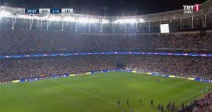 Vodafone Park'ta elektrikler kesildi! Futbolcular dondu kaldı