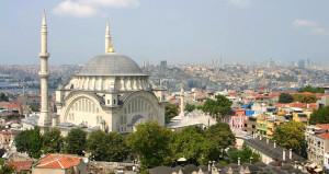 Cami değil sanat galerisi! İstanbul'un göbeğinde 262 yıllık sır kuyu