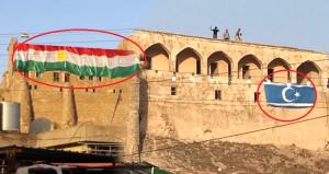 23 gün önce - 23 gün sonra! Türkmen Bayrağı Kerkük Kalesi'ne asıldı