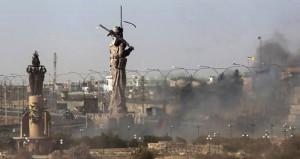 Irak ordusu, Kerkük'teki dev peşmerge heykelini ateşe verdi!