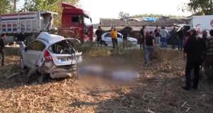 TIR ile çarpışan otomobil tarlaya savruldu: 2 ölü, 1 yaralı