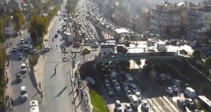 İstanbul'da zincirleme kaza, trafiği durma noktasına getirdi