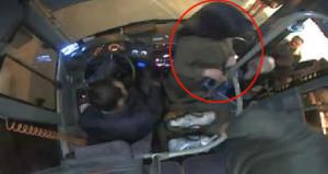 Kadın yolcunun çileden çıkardığı şoför, otobüsü durdurup indi!