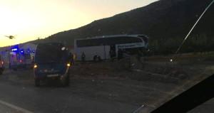 Afyonkarahisar'da tur otobüsü ile TIR çarpıştı: 23 yaralı